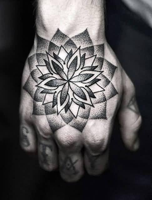 Татуировка на внешней стороне ладони