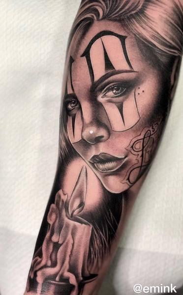 Татуировка на предплечье руки в стиле Чикано.
